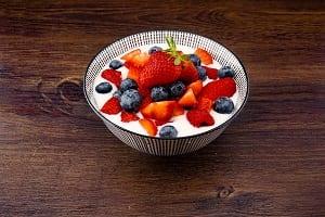 Joghurt-mit-Früchten